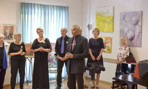 Begrüßung der Gäste durch Chorleiter Charles B. Logan
